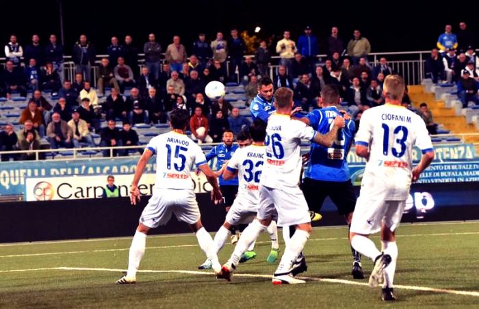 Serie B- Il Novara stende il Frosinone 2-1 al Piola