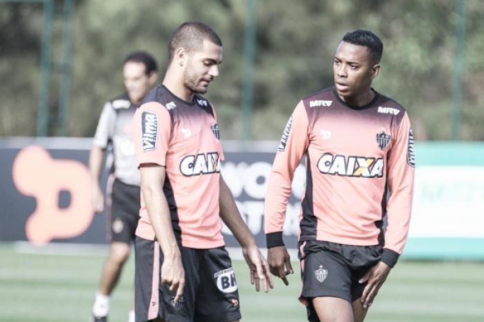 Robinho esclarece especulações envolvendo Santos e assegura permanência no Atlético-MG