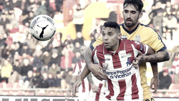 Serie B - Il Vicenza batte il Verona, la nebbia e si porta casa il derby: 1-0 al Menti