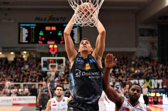 Legabasket - Trento approfitta di una Milano stanca e sbanca il Forum (76-98)