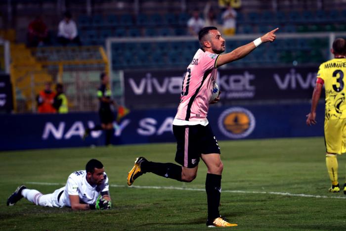 Serie B - Il Palermo vince in rimonta contro la Pro Vercelli: 2-1 al Barbera