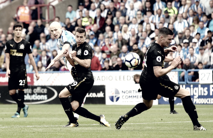 Com golaço de Aaron Mooy, Huddersfield derrota o Newcastle e consegue sua segunda vitória
