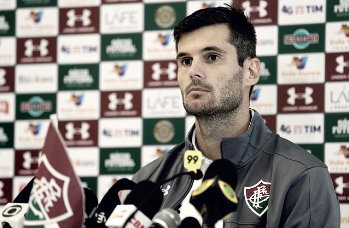Flamengo anuncia contratação de Henrique Dourado