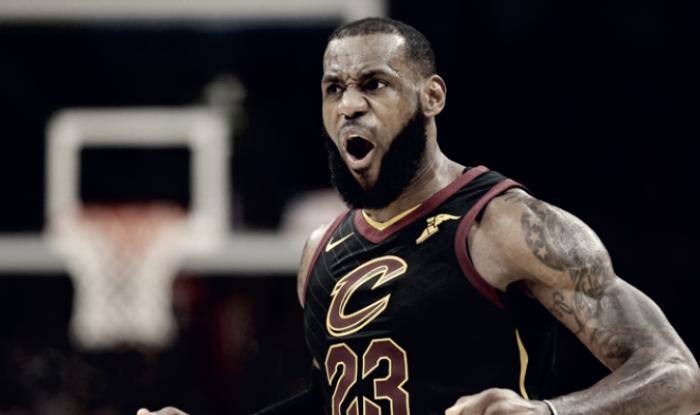 Resumen NBA: 'King James' guía a los Cavs a sudecimotercera victoria consecutiva