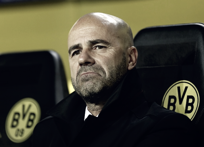 Técnico do Borussia Dortmund, Peter Bosz liga sinal amarelo para atuações do time