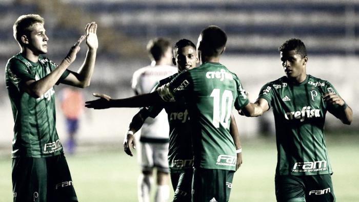 Palmeiras goleia Moto Club, assume liderança do grupo e se classifica para próxima fase