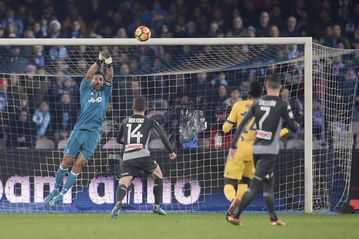 Buffon, il portiere della Juventus è prudente: