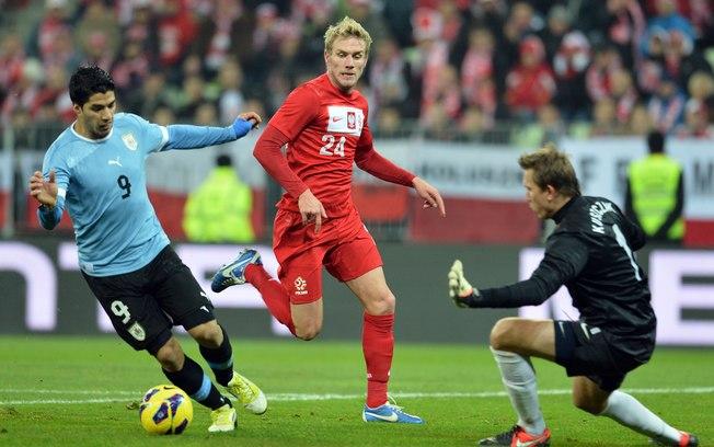 Uruguai volta a jogar bem e, fora de casa, vence a Polônia por 3 a 1