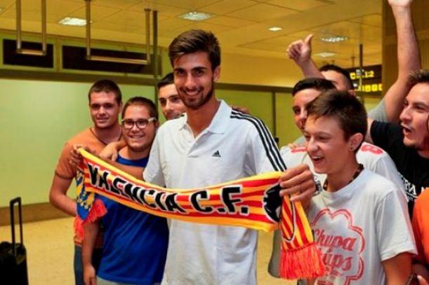 Valencia Sign Andre Gomes