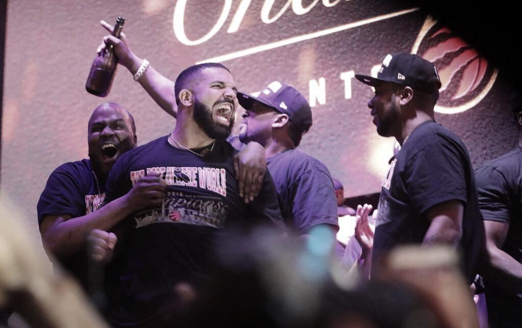 Drake lanzará dos canciones por el campeonato de los Raptors