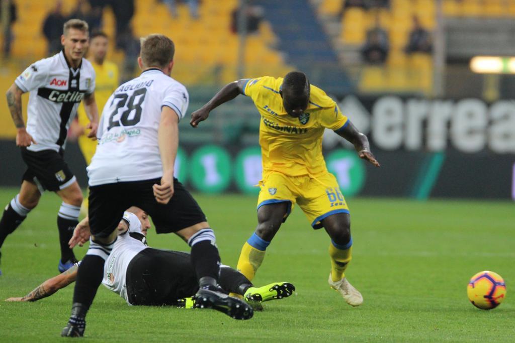 Brutta partita al Tardini: tra Parma e Frosinone finisce 0-0