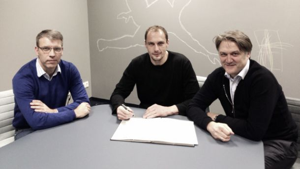 Drobny signs extension at Hamburg