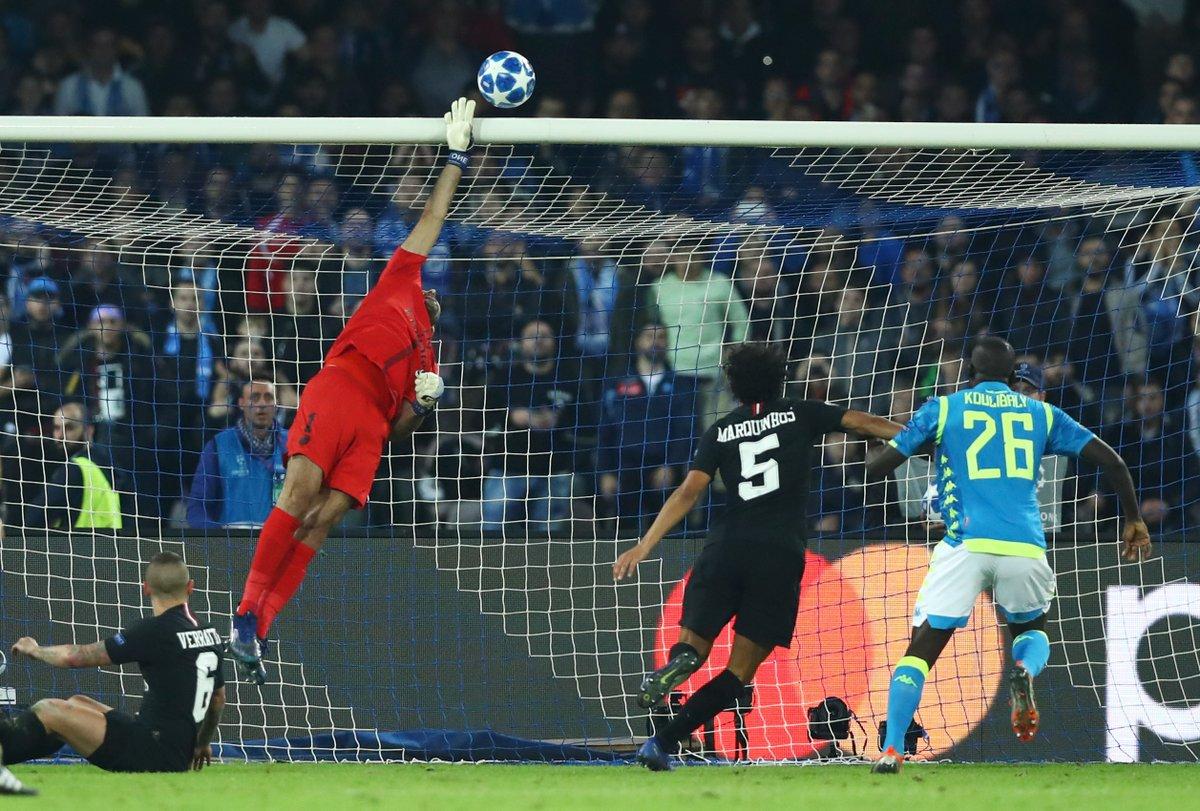 Un Napoli a due facce resiste al PSG e continua a lottare per la qualificazione agli ottavi