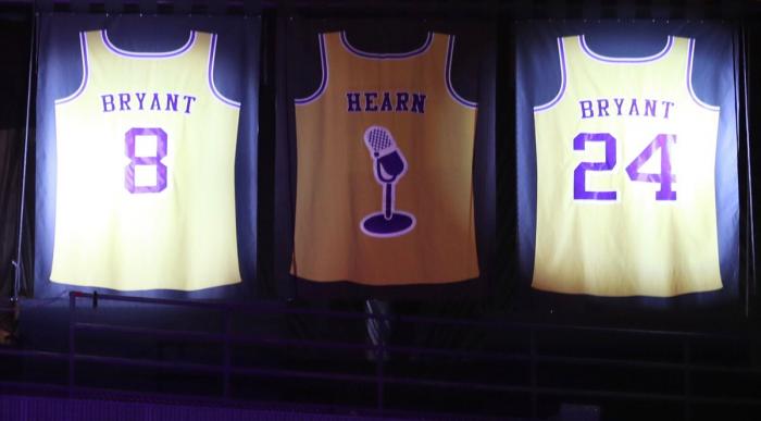 Lakers aposenta duas camisas de Kobe Bryant; compare os números e saiba com qual foi melhor