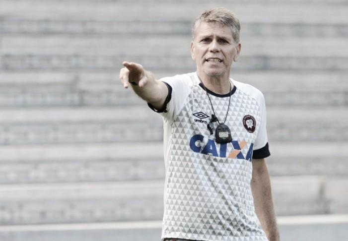 Paulo Autuori admite que time está abalado, mas acredita em reviravolta do Atlético-PR