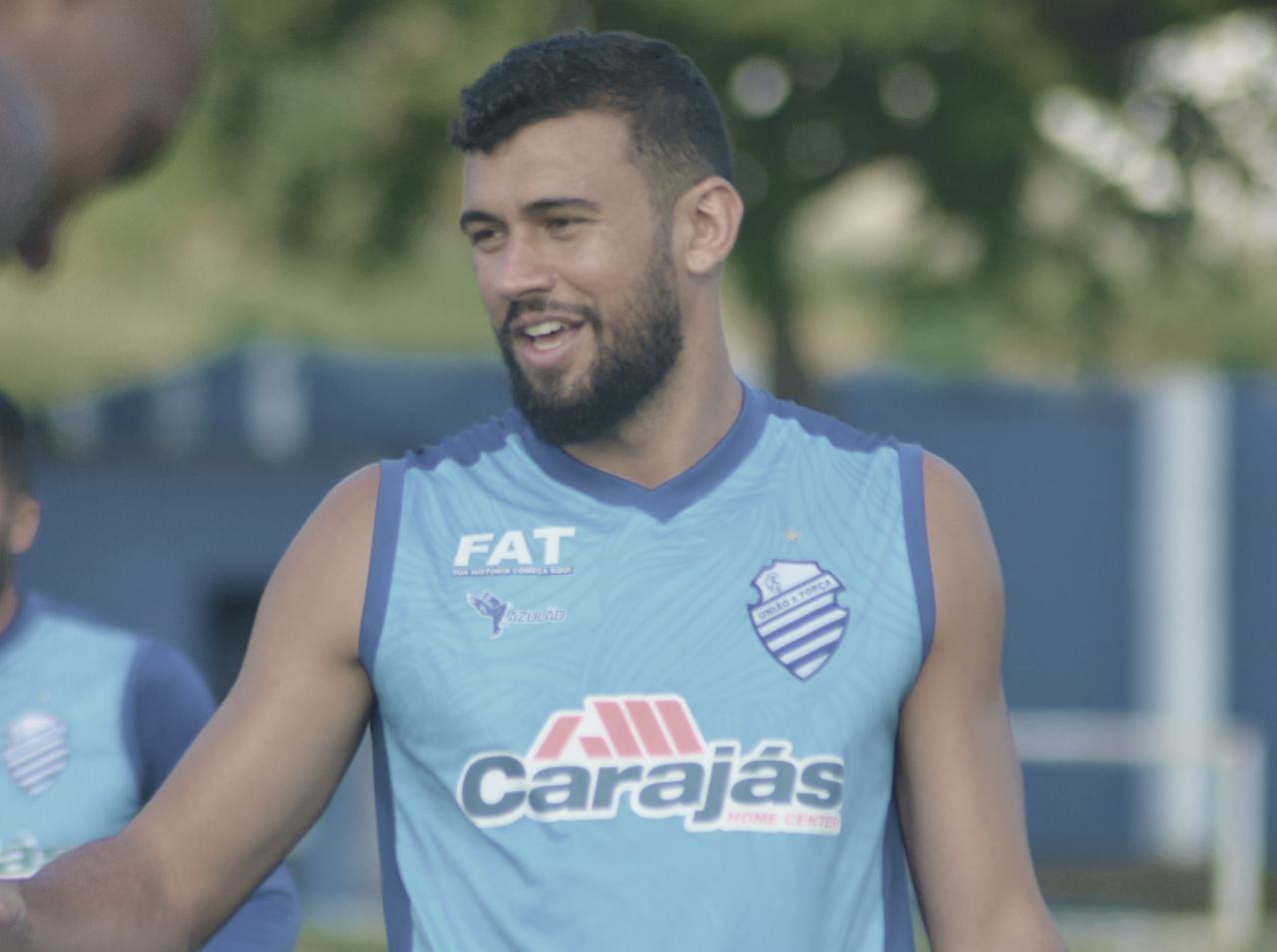 Suspensões e desgaste físico de atletas forçam mudanças no CSA para duelo contra Grêmio