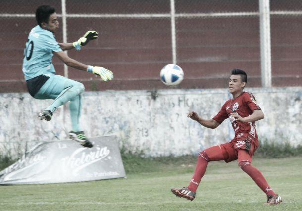 Fotos e imágenes del Santos Córdoba 1-0 Lobos Tercera del partido de ida de los dieciseisavos de final de la Tercera División