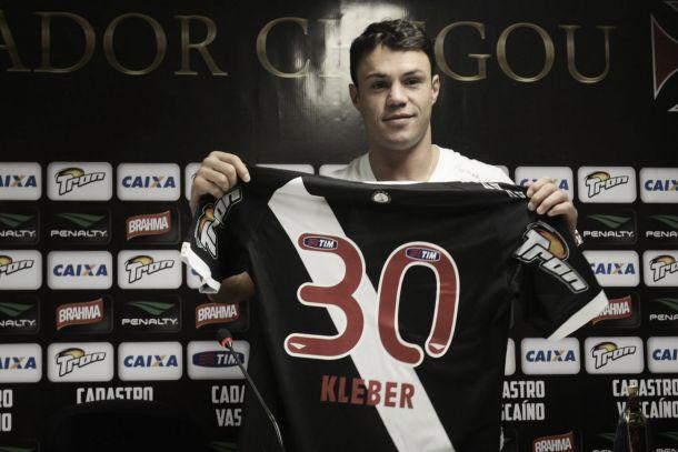 Kleber é apresentado em São Januário e se diz pronto para trabalhar