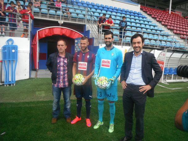 Riesgo y Juncá, presentados como futbolistas del Eibar