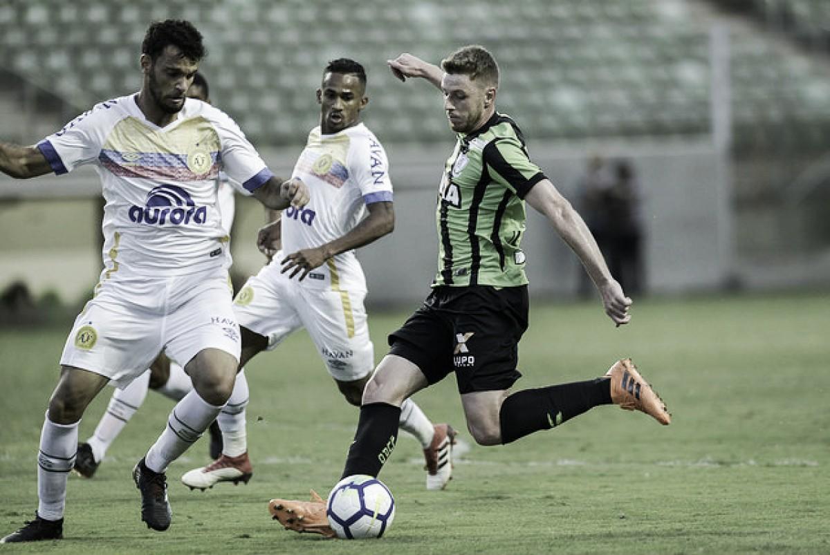 América-MG e Chapecoense desperdiçam chances e empatam sem gols no Independência