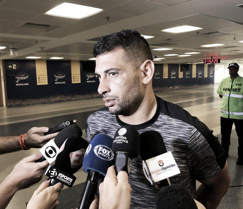 """Estreante, Diego Souza elogia postura do time no clássico: """"Teve maturidade para busca o empate"""""""
