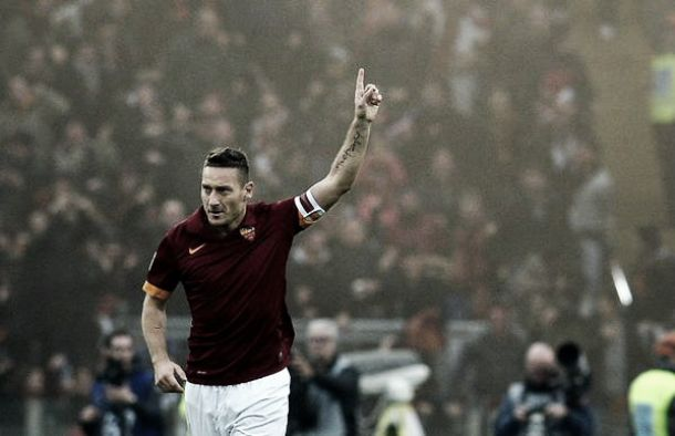 Roma-Lazio: primo tempo biancoceleste, poi arriva Totti e finisce 2-2
