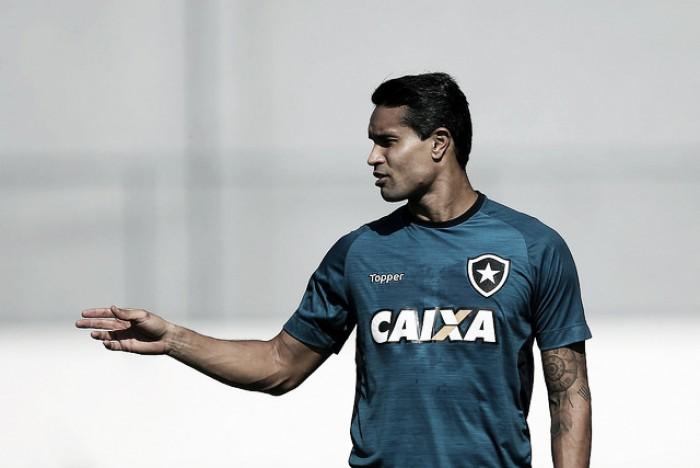 Experiência e 'gratidão' por mais um ano: Dudu Cearense renova contrato com Botafogo