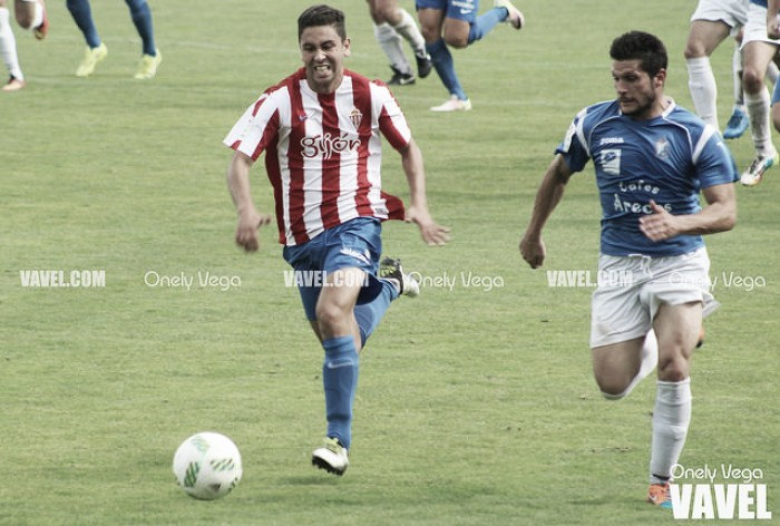 Fotos e imágenes del Sporting B 4-0 CD Mosconia, Tercera División Grupo II