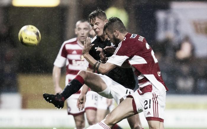 Debaixo de chuva, Dundee fica no empate com Hamilton e assume liderança provisória da SPL