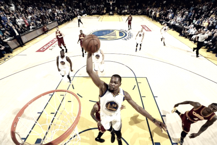 NBA - Golden State sul velluto, ma Cleveland...