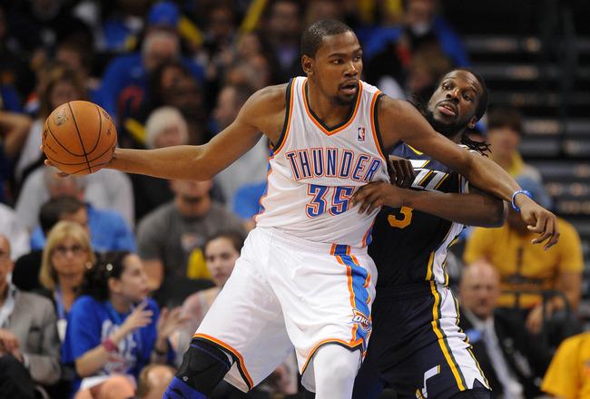 Thunder bate Jazz fora de casa e busca título do oeste