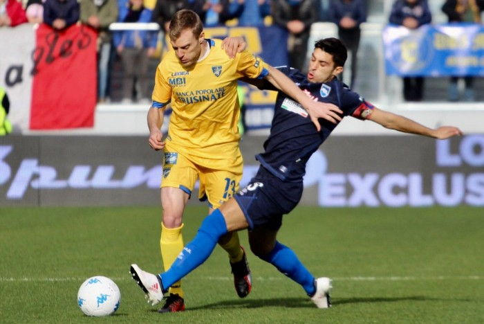 Serie B: il Frosinone agguanta la vetta, nelle zone basse sorridono Ascoli e Pro Vercelli
