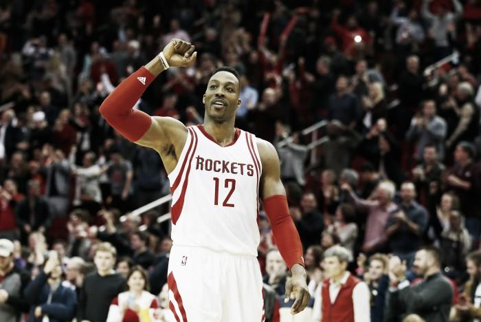 Dwight Howard rejeita opção de renovação com Houston Rockets e vira agente livre