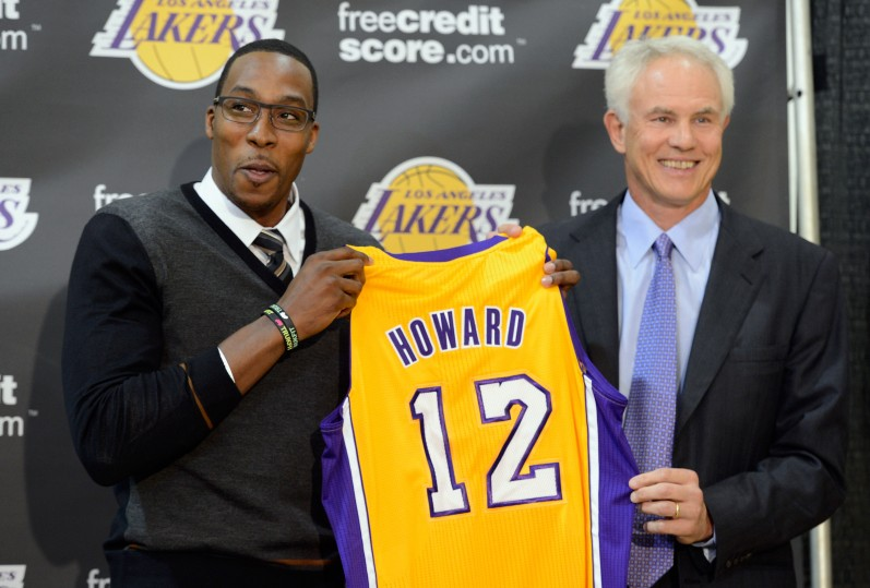 Los Lakers presentan a Dwight Howard