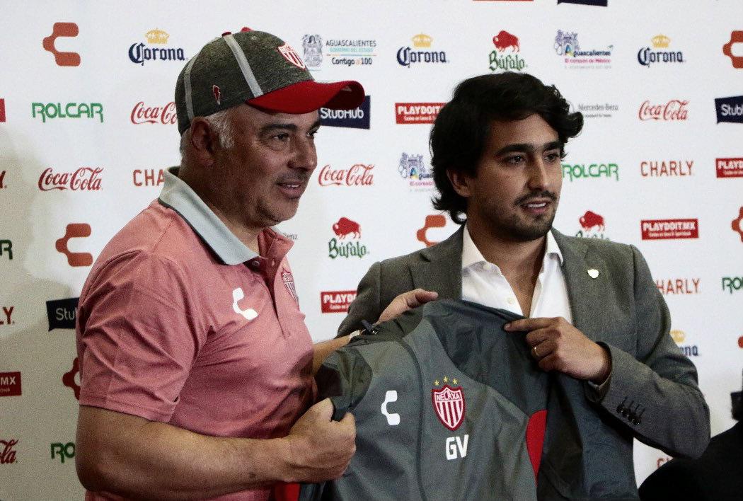 Necaxa presenta a Guillermo Vázquez e incorporaciones