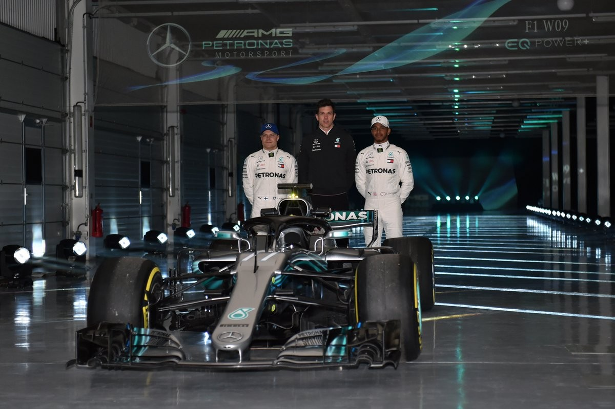 F1, presentazione Mercedes 2018: via il telo alla nuova W09
