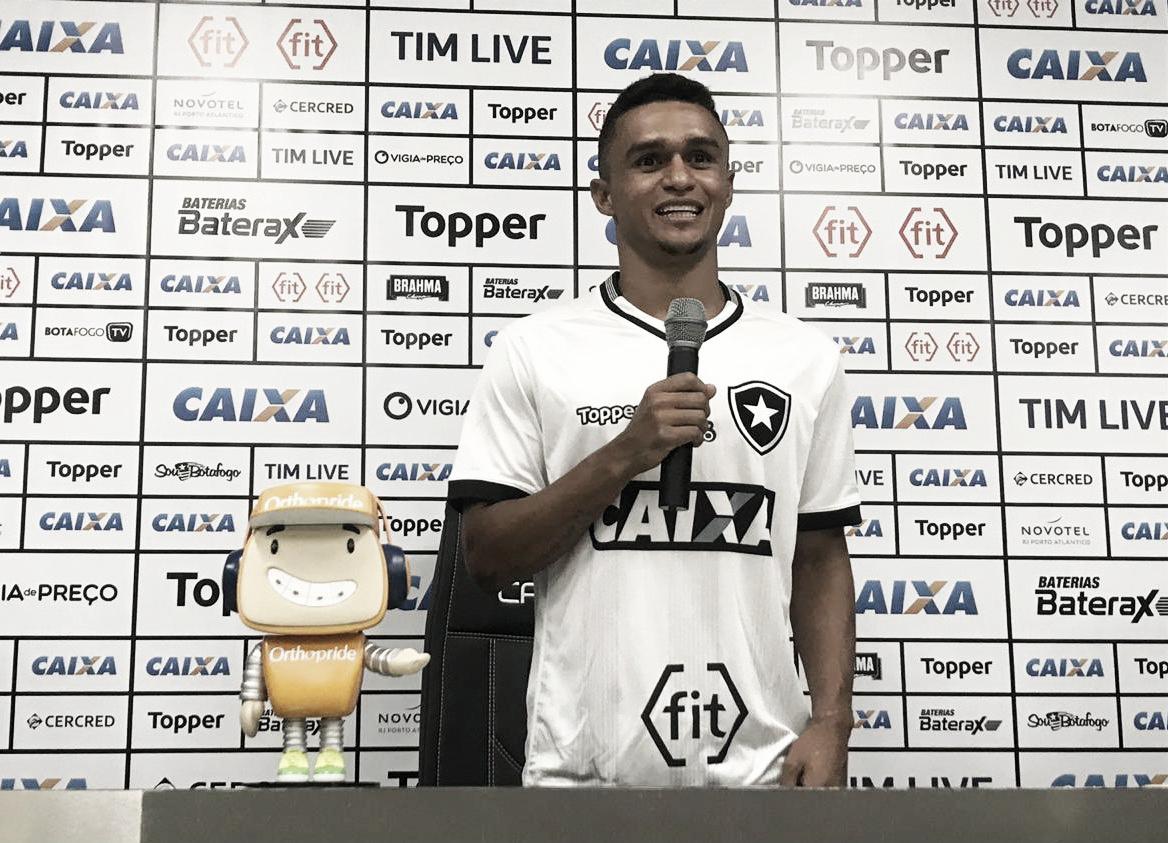 """Emprestado mais uma vez ao Botafogo, Erik comemora e diz: """"Aqui a química é diferente"""""""