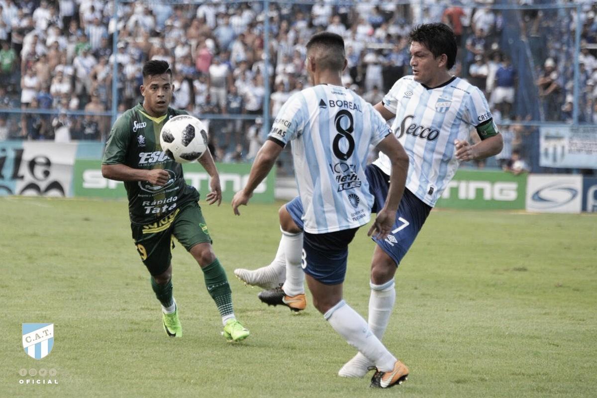 """Torcida homenageia """"La Pulga"""", mas Tucumán perde para Defensa y Justicia"""