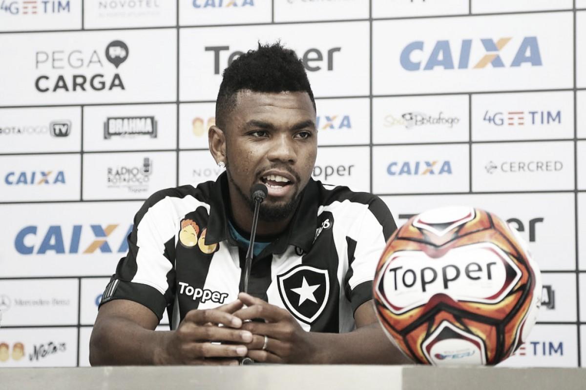 Volante Marcelo se põe à disposição para jogar no Botafogo e relembra jogo contra Seedorf