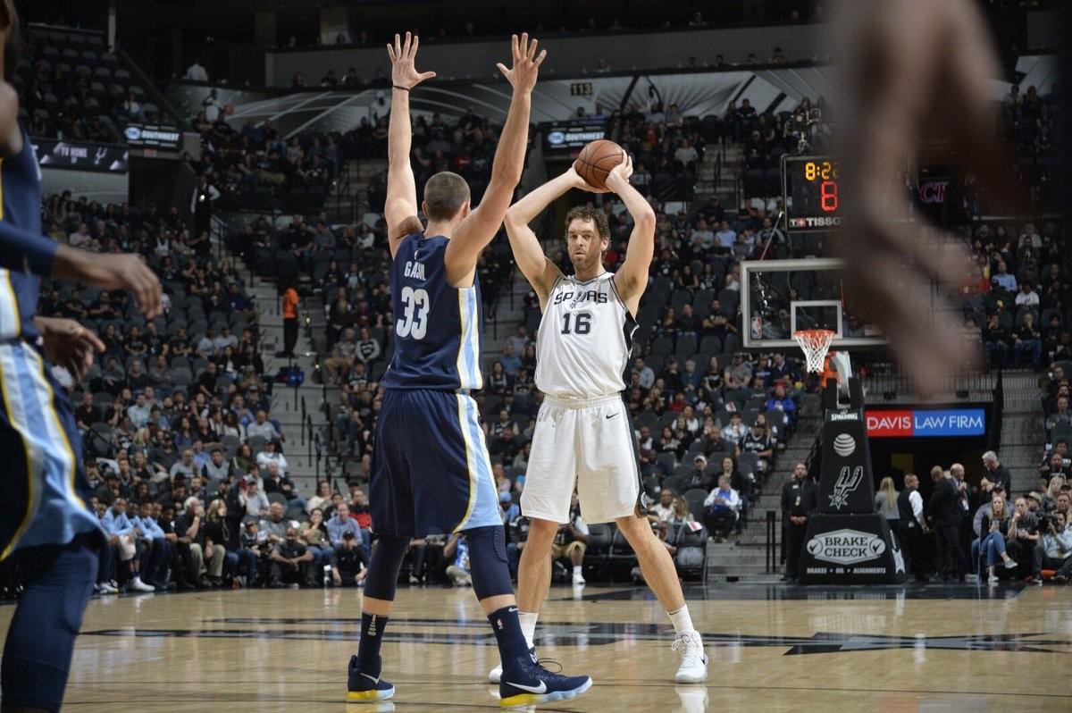 NBA - Piove sul bagnato per gli Spurs: infortunio alla spalla per Pau Gasol