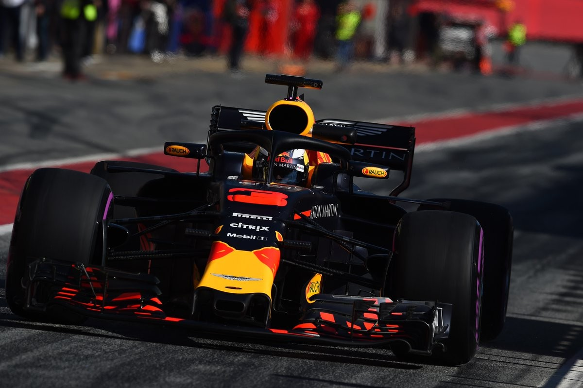 F1, test: Raikkonen davanti nell'ultimo giorno, ma occhio al passo gara Mercedes
