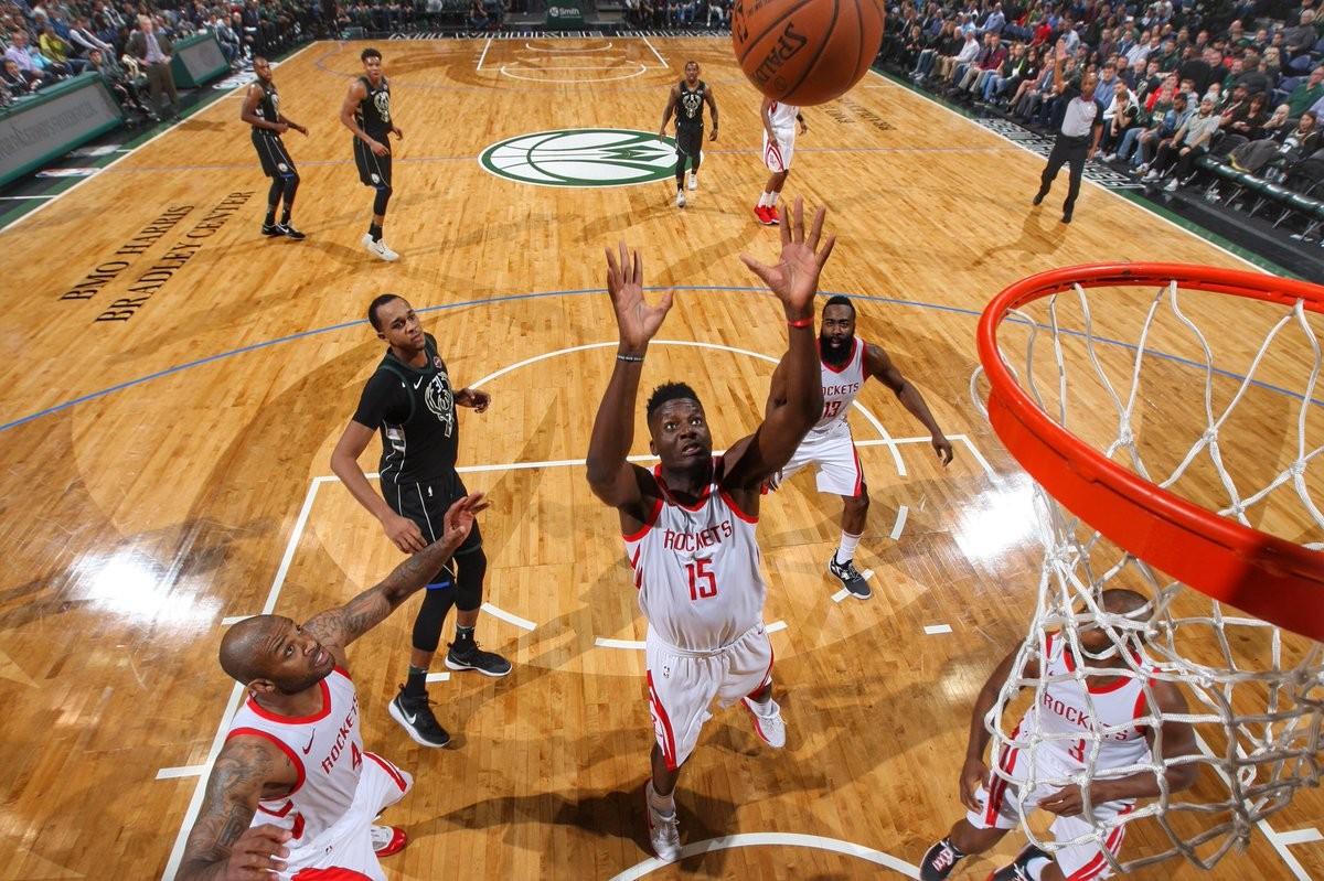 NBA - Houston, 17 di fila a casa Bucks; orgoglio Bulls contro Memphis