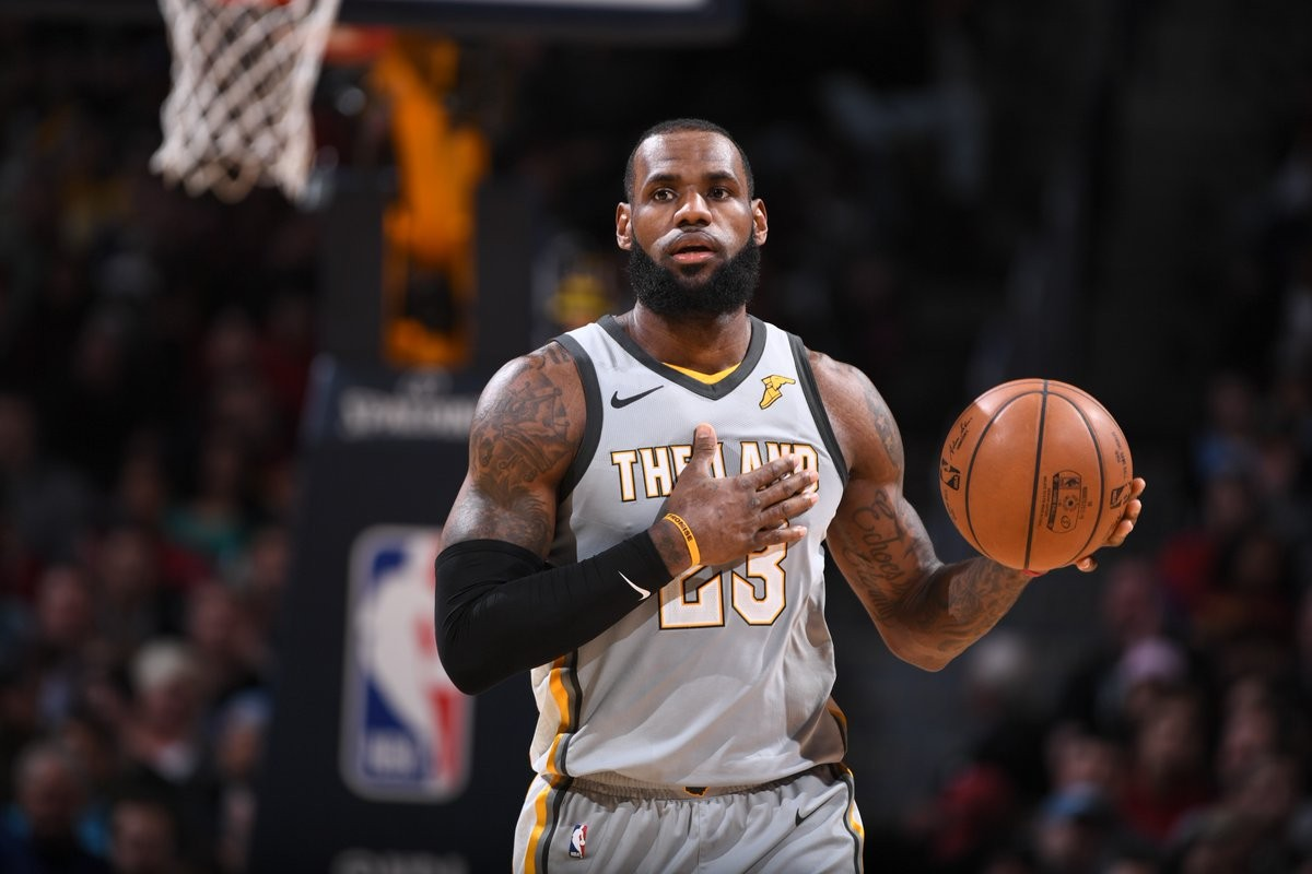 NBA - Cleveland a fatica contro i Nuggets, sconfitti nel finale da un James inarrestabile