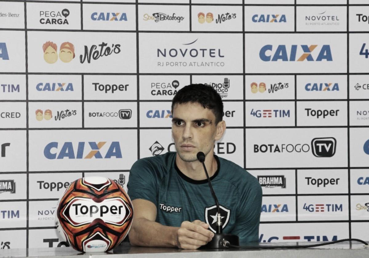 """Pimpão comenta sobre novo ofício com Valentim no Botafogo: """"Minha função é ajudar o time"""""""