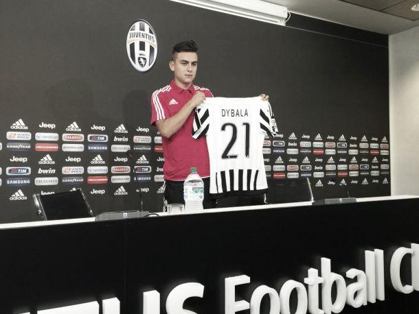Com ex-número de Pirlo e Zidane, Paulo Dybala é apresentado na Juventus em grande estilo