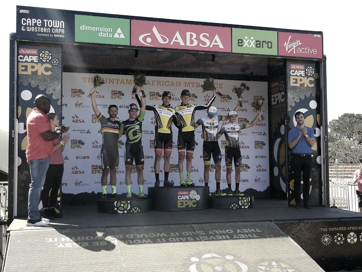 El equipo Centurion Vaude consigue la victoria en el prólogo y son los primeros lideres de la Cape Epic