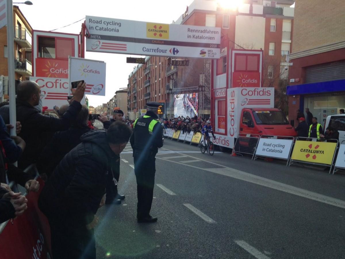 Volta a Catalunya, il giovane Hodeg vince in volata la prima tappa