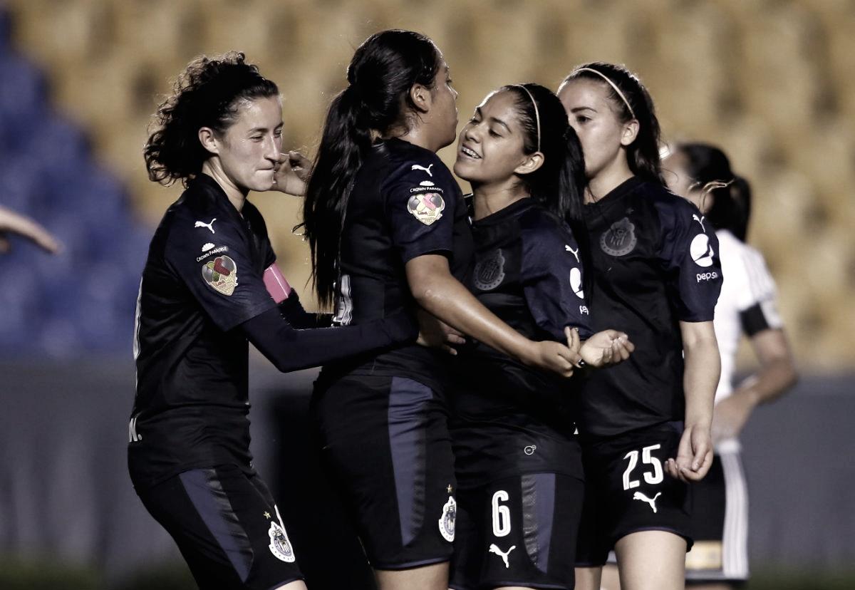 Chivas golea y se mantiene con vida en el Clausura 2018