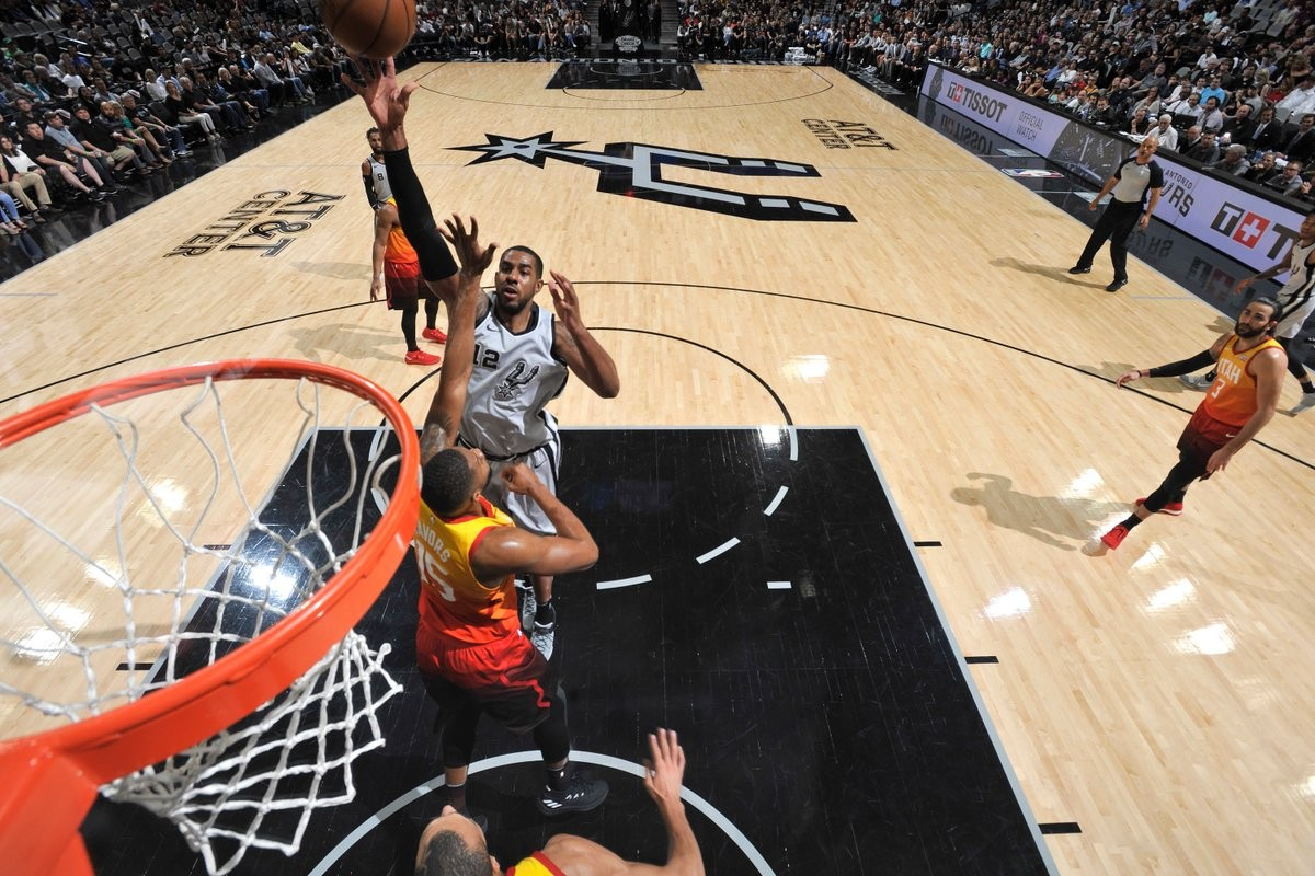 NBA - San Antonio batte anche Utah, i T-Wolves espugnano New York