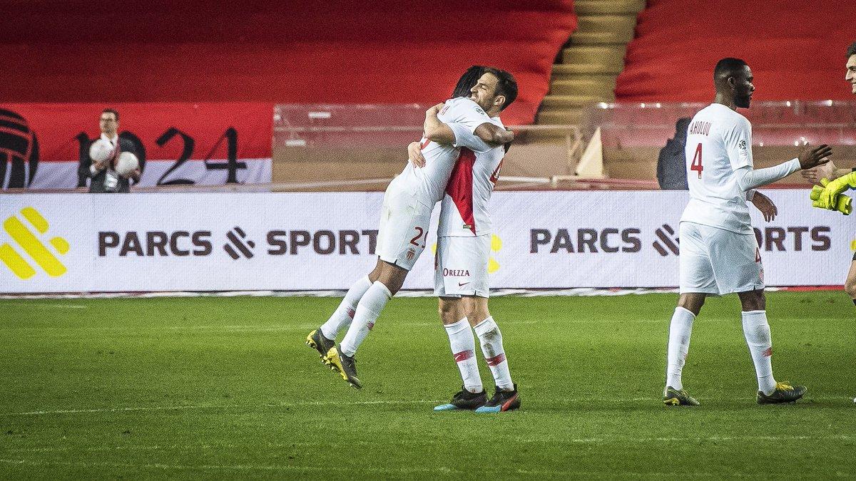 Ligue 1: il PSG supera il Saint Etienne, successo vitale per il Monaco